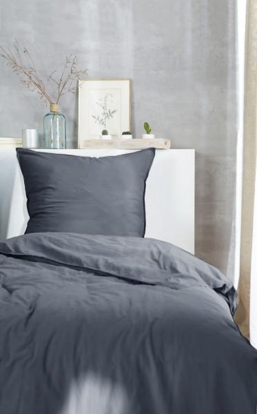 Bettwaeschegarnitur Stone washed anthrazit auf dem Bett