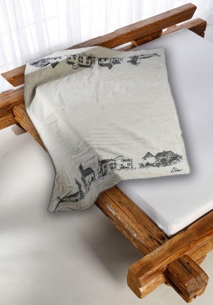Staufenberg Kolter auf dem Bett