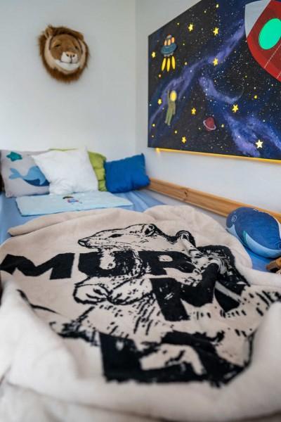 Kinderdecke Murmeli-Kolter auf dem Bett