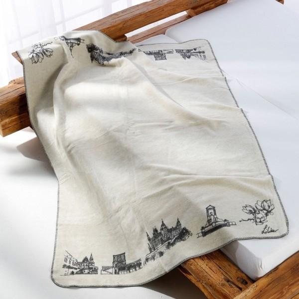 Eine Aschaffenburg Decke auf dem Bett