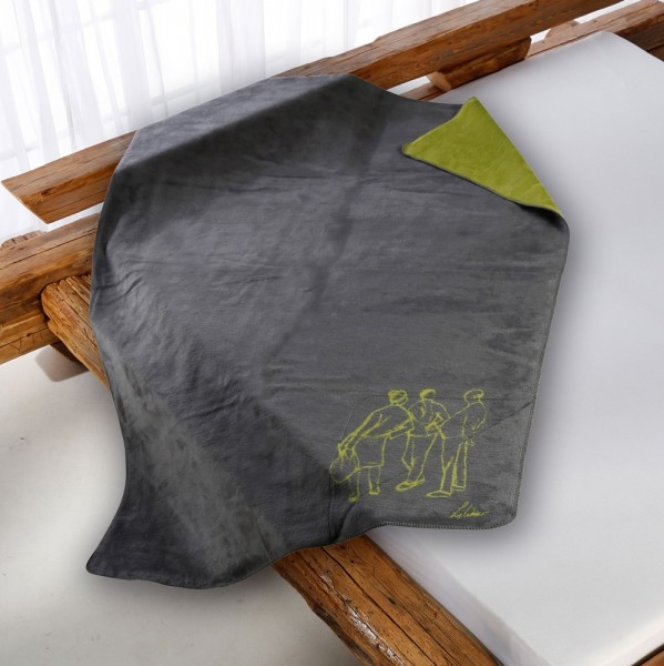 Drei Schwaetzer Kolter gruen-grau auf dem Bett