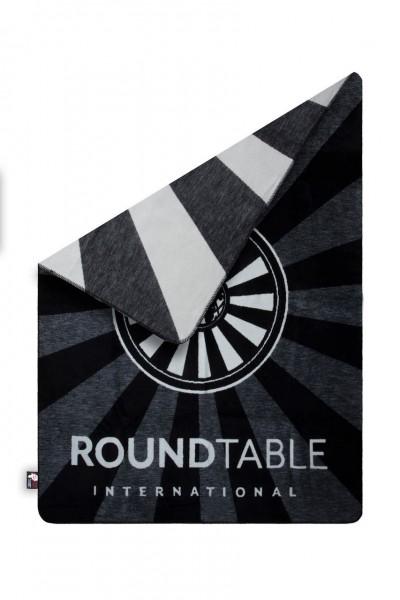 Round Table Kolterdecke Komplettansicht Ecke umgelegt