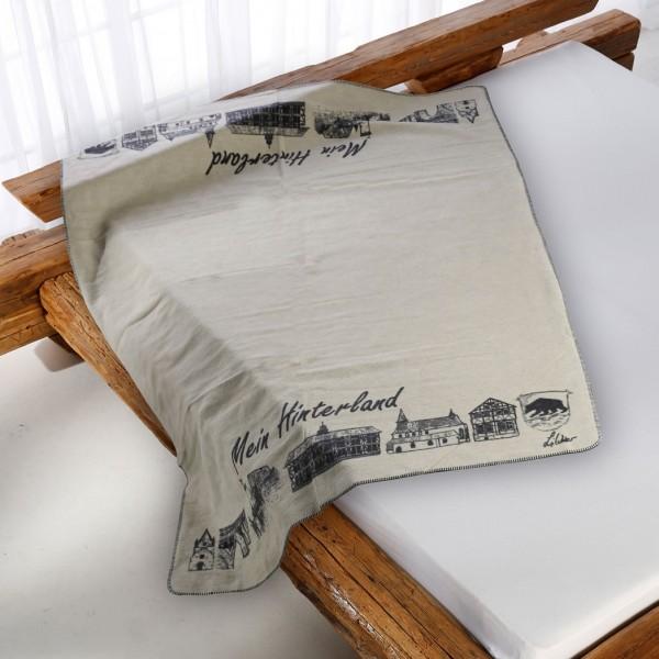 Hinterland Kolter auf dem Bett