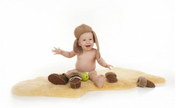 Babylammfell Medizin mit Baby