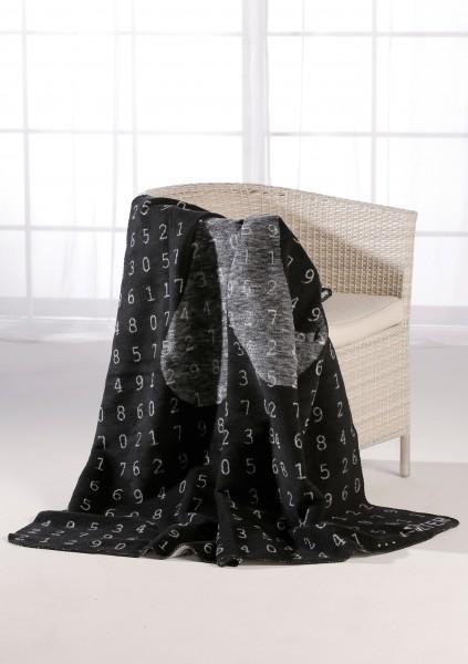 Pi-Kolter auf einem Stuhl
