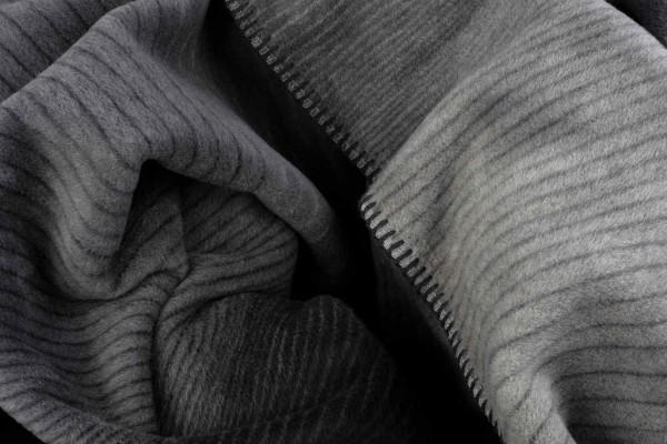 Gestreifte Decke Stone-Edge-Kolter geknittert
